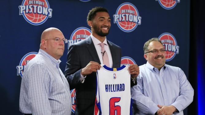 The Detroit Pistons new draft pick, Darrun Hilliard, (6) stands with Pistons head coach and president Stan Van Gundy, right, and General Manager Jeff Bower, left, at a news conference, Saturday, June 27, 2015, in Auburn Hills, Mich. (AP Photo/Carlos Osorio)